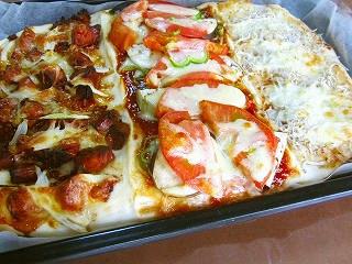 3種類の味が一気に焼ける長四角ピザ♪
