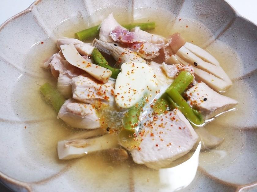 糖質オフ☆鶏むね肉とアスパラのスープ