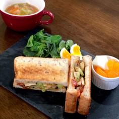 エリンギと夏野菜のバジルサンドイッチ