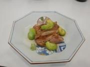 「松山一寸そらまめ」と媛っこ地鶏の照焼の写真