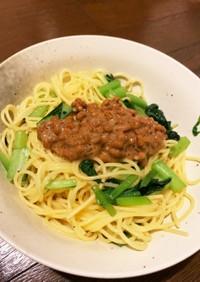 小松菜納豆パスタ下味は鶏ガラスープ