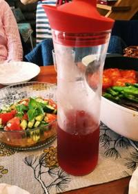 ペルシャの赤いザクロハイビスカスドリンク