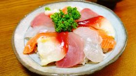 4点盛りで海鮮丼