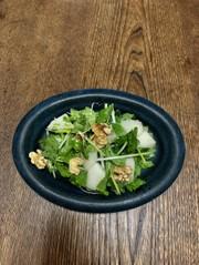 梨とセロリと胡桃のサラダの写真