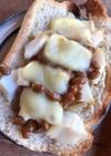 納豆とタラの醤油煮のトースト