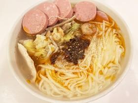蒸し海老、鶏肉、ソーセージスープ麺