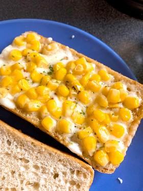 簡単朝食!コーンマヨチーズパン!