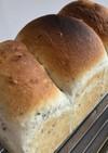 上新粉入りの1.5斤ゴマ食パン(丸パン)
