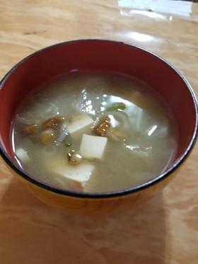 今日の味噌汁☆なめこ .大根..豆腐