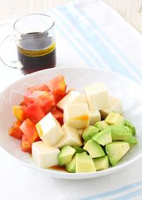 トマトとアボカドの絹豆腐サラダ
