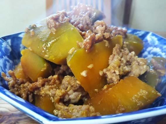 お弁当にも:かぼちゃの挽肉煮