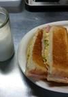 コンビニ風サンドイッチと、トーストサンド