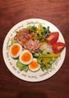 9種の野菜と卵とツナコーンのサラダ