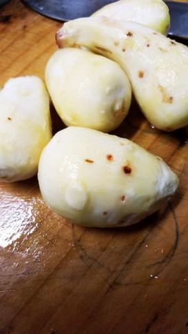 里芋の皮のむき方…スプーン