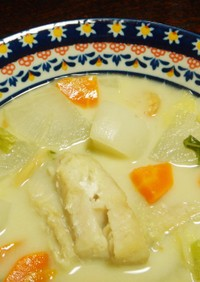 冬の根菜と魚貝のココナツミルクシチュー