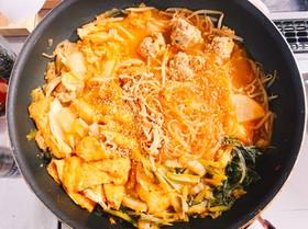 残った味噌汁でピリ辛つくね鍋