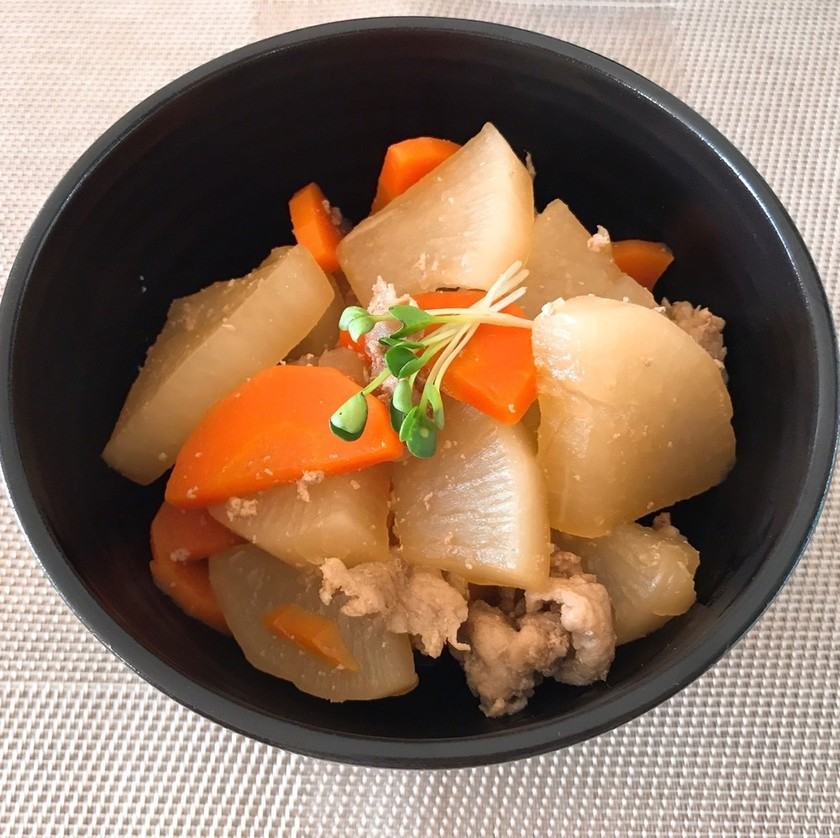 食べ過ぎ注意!大根と人参、豚肉の煮物
