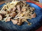 砂肝とキノコの炒めものの写真