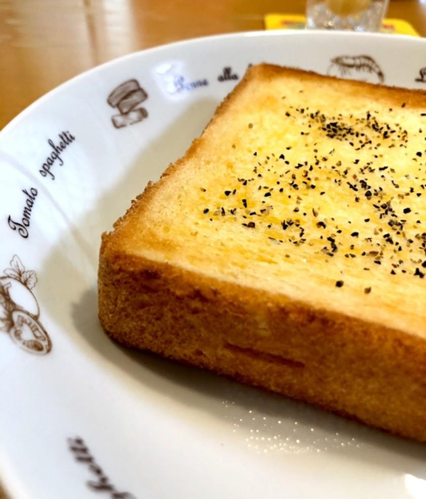 簡単♪私の☆バター風味トースト(黒胡椒)