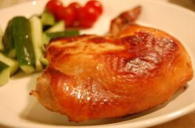 骨付きの鶏もも肉のオーブン焼き