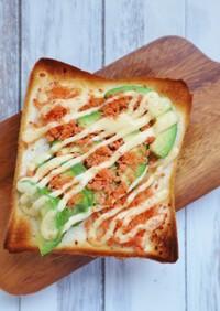 簡単!鮭フレークとアボカドのトースト