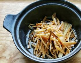 ガスを使わない土鍋でチン 大根の皮の漬物