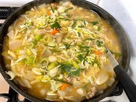 野菜具沢山の食べる豚汁鍋