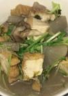 厚揚げと大根と舞茸との塩鰹・豚骨スープ