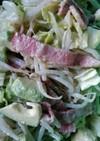 キャベツとカリカリベーコンのサラダ