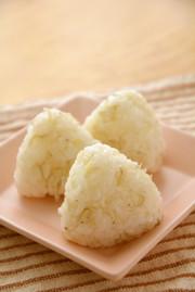 こんにゃく米としらすの混ぜご飯の写真