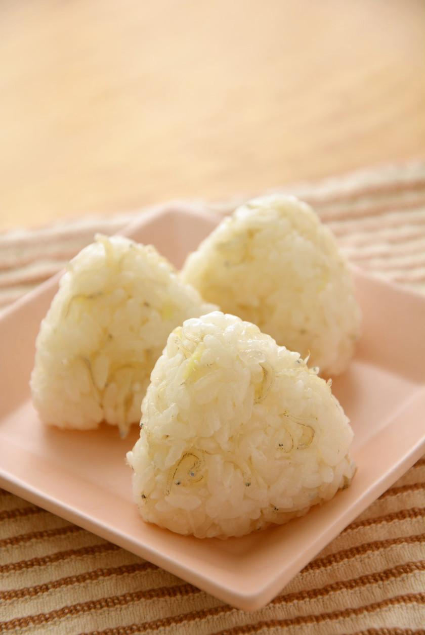 こんにゃく米としらすの混ぜご飯