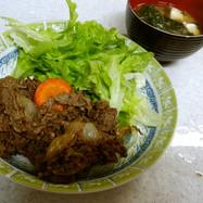 ❄牛肉の野菜炒め&ホウレンソウの味噌汁❄