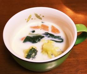 【簡単】コンソメとミルクのスープ