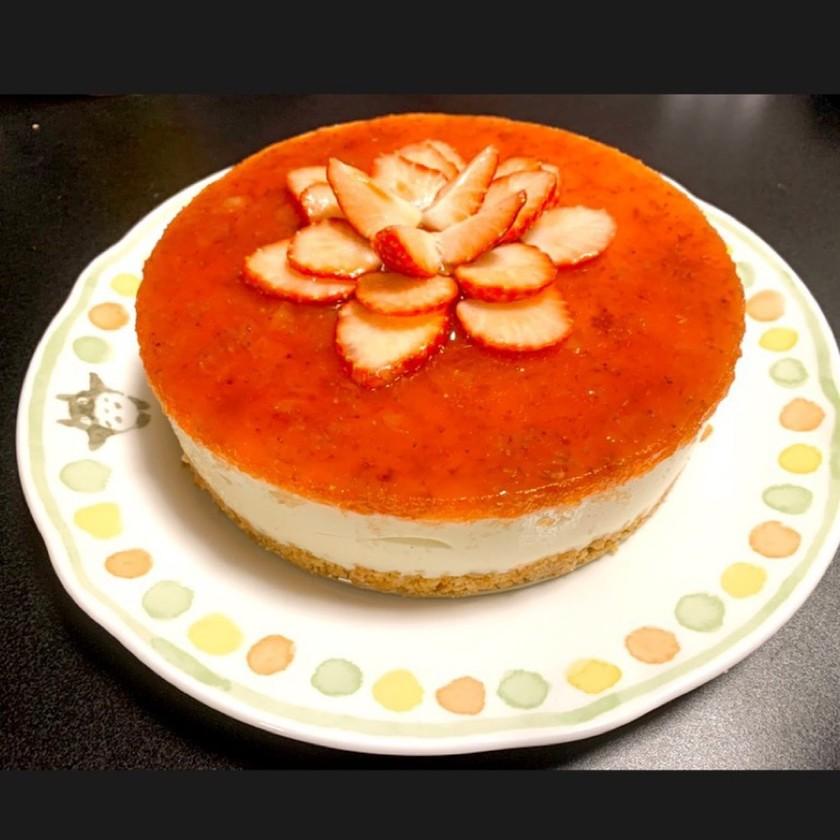 誕生日記念日に!いちごのレアチーズケーキ