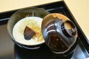 葛餅のお焼きと豆乳ポタージュ胡麻風味の写真
