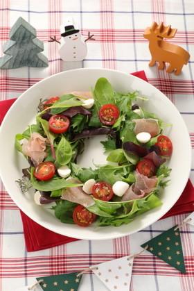 トマトのクリスマスリースサラダ
