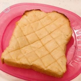 食パンに塗って焼いて、メロンパントースト