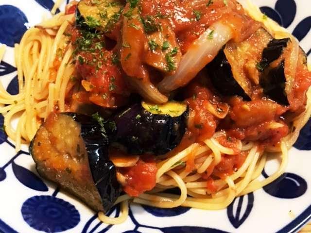 トマト と ナス の パスタ
