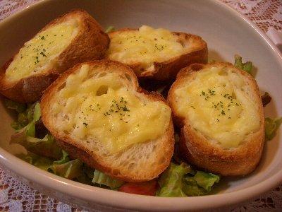 とろ~りチーズのバケットサラダ