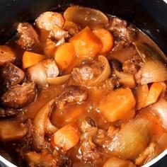 豚すね肉の赤ワイン煮込み