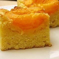 アンズのアーモンドケーキ