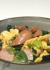 ソーセージと小松菜の玉子炒め丼