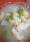 カリカリ焼き油揚げと玉ねぎと大根の味噌汁