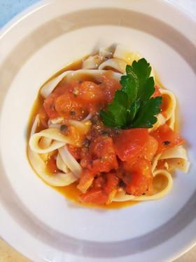 トマトとオリーブのフェトチーネ