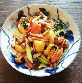 鮭と野菜のにんにくバター醤油炒め