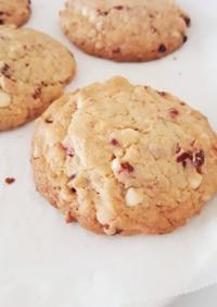 ホワイトチョコのチャンククッキー。