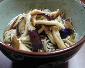 とろり、なすとしめじの冷やしそば__Cool Soba(buckwheat nudeles) with Sauted Shimeji mushroom&Eggplant