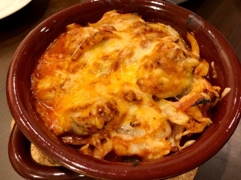 鶏肉と玉ねぎのチーズ焼き 青唐辛子風味