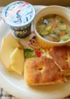 お野菜たっぷりスープ&フォカッチャの朝食