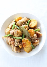 簡単料理【鶏とじゃがいものコンソメ蒸し】